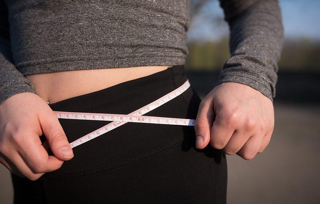 4 posturas de yoga para perder peso